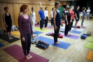 joga pozycje stojące